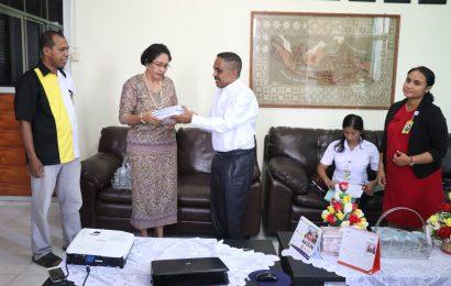 STAKN Kupang Sumbang 2.440 Buku Untuk Sekolah GMIT