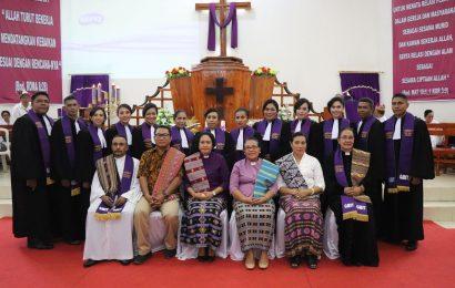 Para Pendeta Dihimbau Cukupkan Diri Dengan Gaji