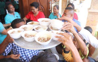 Ribuan Warga Makan Bakso Usai Kebaktian Paskah, Mangkuknya Pakai Apa Ya?