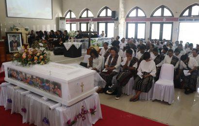 """Pemakaman Pdt. Dr. Besly Messakh: """"Bunga Yang Indah dipetik Terlebih Dahulu Oleh Pemiliknya"""""""