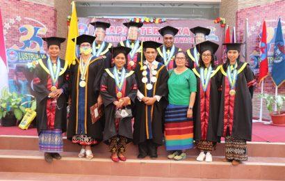 17 Mahasiswa Pasca Sarjana Teologi UKAW Diwisuda, Pdt. Yulian Widodo Raih Predikat Cum Laude