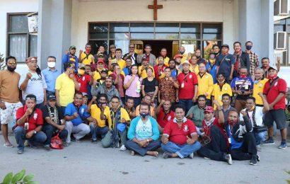 Kaum Bapak Lingkup Sinode GMIT Kunjungi Jemaat-Jemaat Rentan di Sabu-Raijua