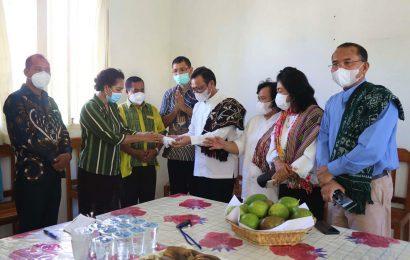 Kunjungi Posko GMIT, Jemaat HKBP Distrik VIII Jakarta Raya Sumbang 30 Juta Rupiah