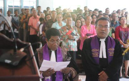 Serah Terima dan Perhadapan Pendeta di Jemaat GMIT Efrata Oelamasi
