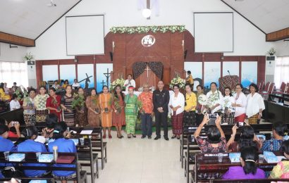 Ketua Majelis Klasis Kota Kupang Melepas Peserta Jambore Perempuan GMIT
