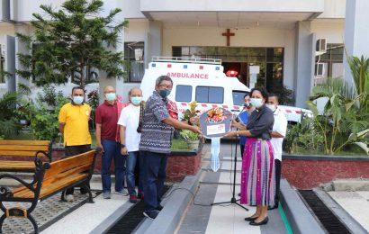 PT Telkom Sumbang Satu Unit Mobil Ambulans Untuk GMIT