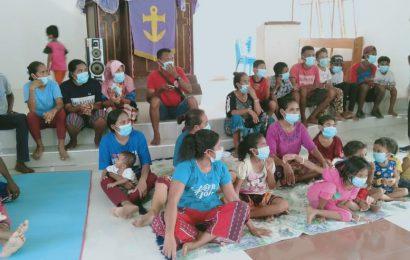 43 Warga TerdampakLetusan Gunung Ile Lewotolok Mengungsi di Gedung Gereja GMIT Maranatha Pada