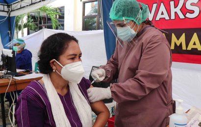 Ketua MS GMIT Bersama Sejumlah Pejabat Publik Mendapat Vaksinasi Covid-19 Tahap II