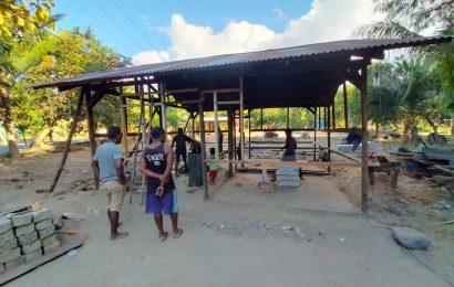 Klasis Alor Timur Laut Renovasi Rumah Warga Korban Banjir