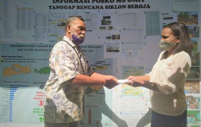 Rukun Pendeta Emeritus GMIM Bantu Sesama Pendeta Emeritus GMIT Korban Seroja