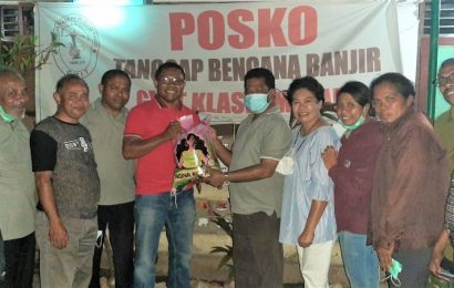 Para KMK se-Teritori TTS Sumbang Sembako dan Peralatan Dapur Untuk Klasis Malaka