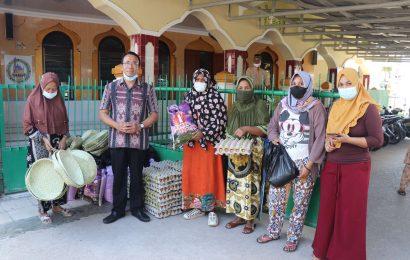 Tim Tanggap Bencana Siklon Seroja GMIT Distribusi Sembako Untuk Warga Muslim